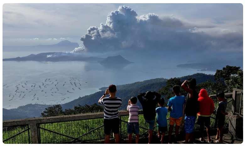 Taal volcano: Lava spews as 'hazardous eruption' feared, ఫిలిప్పీన్స్లో పేలిన తాల్ అగ్ని పర్వతం.. 8 వేల మంది తరలింపు!