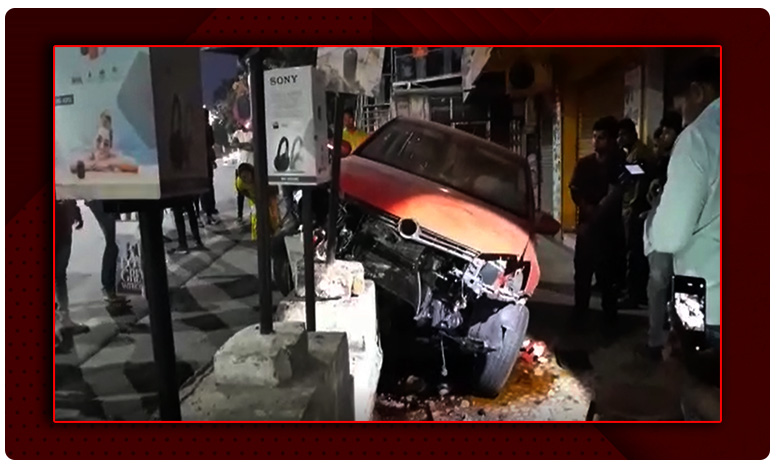 Car accident in Hyderabad, Breaking: హైదరాబాద్లో కారు బీభత్సం..!