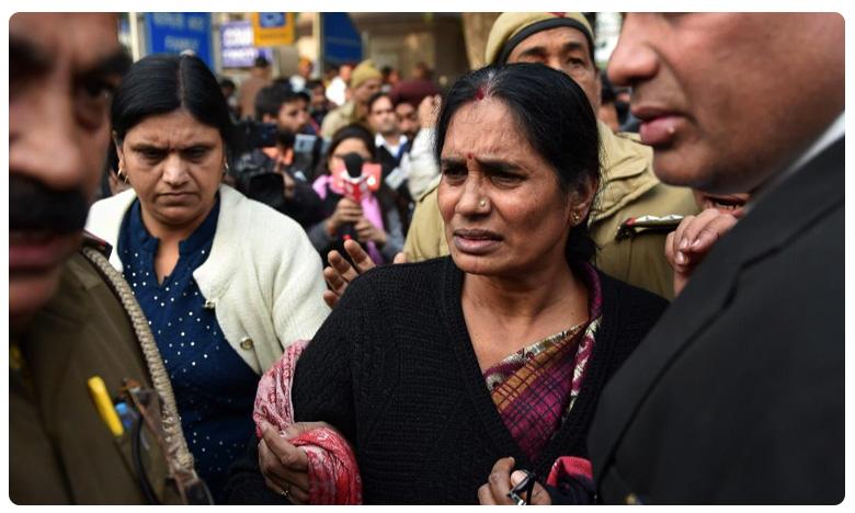 What about my rights: Nirbhaya's mother breaks down in court, నా హక్కులేవీ ? కన్నీటి పర్యంతమైన నిర్భయ తల్లి ఆశాదేవి