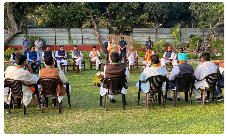 Rebel Madhya Pradesh Congress MLAs Who Led to Fall of Kamal Nath Govt Join BJP, మధ్యప్రదేశ్ :  బీజేపీ తీర్థం పుచ్చుకున్న కాంగ్రెస్ రెబల్ ఎమ్మెల్యేలు..
