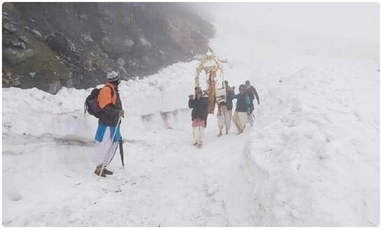 Five Pilgrims tread through snow to place idol at Kedarnath temple amid lockdown, ఇవాళ్టి నుంచి తెరుచుకోనున్న కేదార్నాథ్ ఆలయం