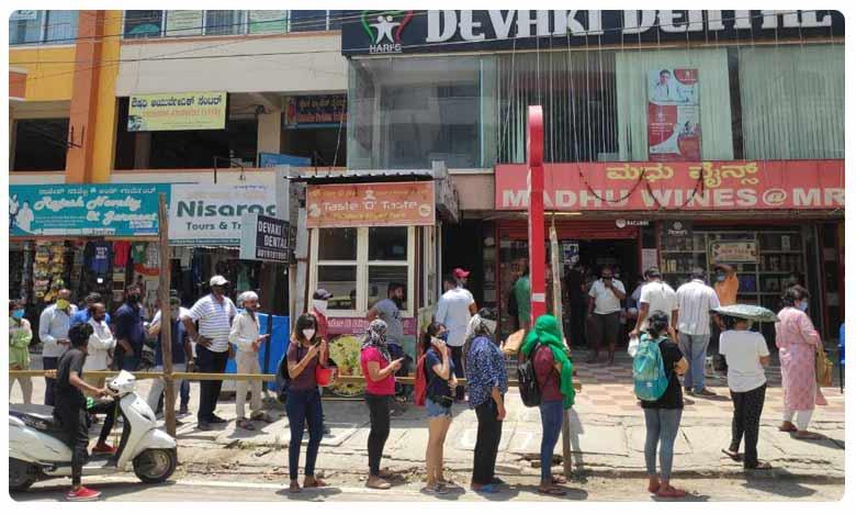Girls queue line, లిక్కర్ షాపుల ముందు అమ్మాయిల క్యూ..!