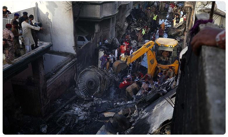 Plane Crash Two Survived, పాకిస్తాన్ ఎయిర్ క్రాష్.. ఆ ఘోరం చూడలేకపోయాం.. ఇద్దరు క్షతగాత్రుల కథనం