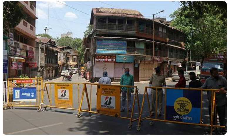 Mumbai Railway Police department miscommunication train cancel migrant workers strugles, రైలు వచ్చింది రమ్మన్నారు.. తీరా లేదు పొమ్మన్నారు..!