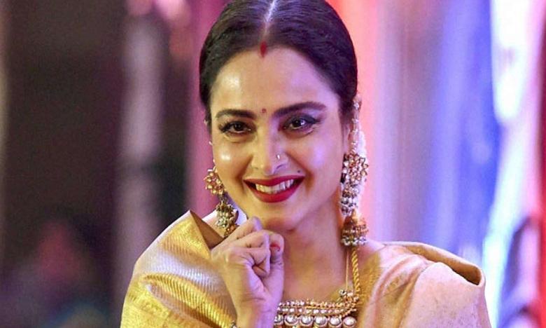 Famous Actress Rekha's bungalow sealed by BMC, ప్రముఖ నటి రేఖ బంగ్లాకి సీల్..