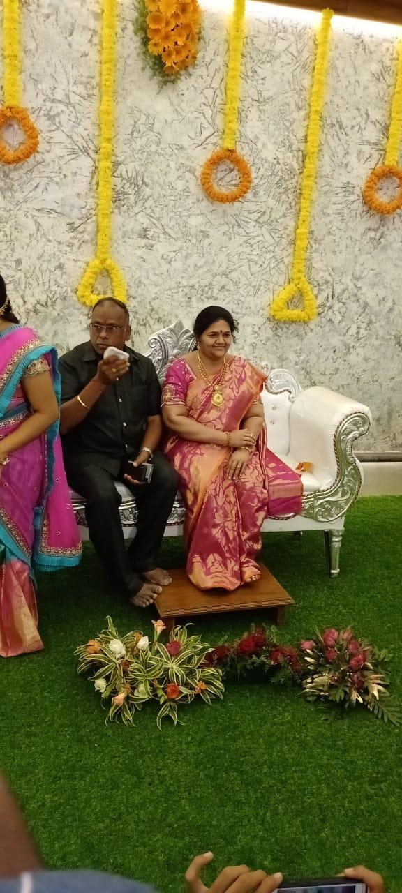 Man Makes Wax Statue For His Wife, భార్యకు ప్రేమతో.. నిలువెత్తు మైనపు విగ్రహం..