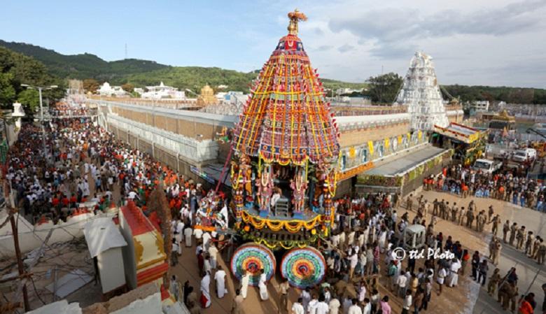 Durga Temple Eo complains disappearance of silver lions, వెండి సింహాల మాయంపై పోలీసులకు ఈవో ఫిర్యాదు
