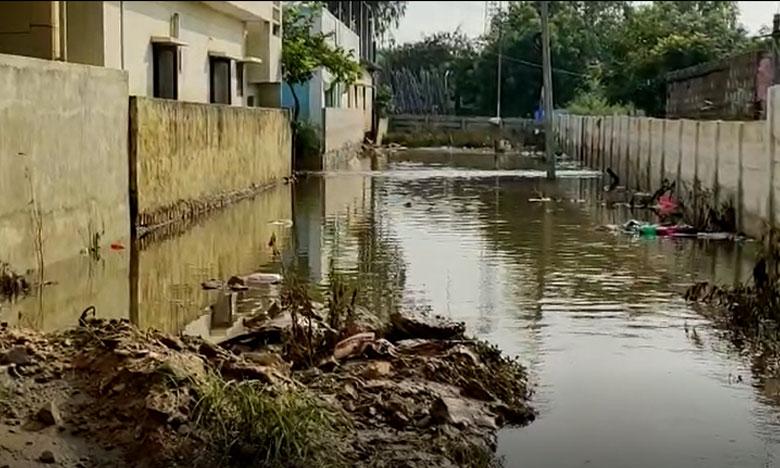 some of the hyderabad colonies still in flood water, హైదరాబాద్లో ఇంకా వరదనీటిలో మగ్గుతోన్న పలు కాలనీలు
