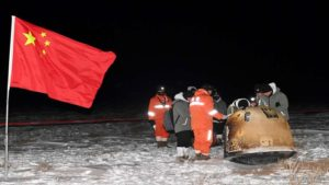 ed 1 China Chang'e-5 mission successfully completed .. spacecraft carrying rocks and mud on the moon. - China's Chang'e-5 mission a success