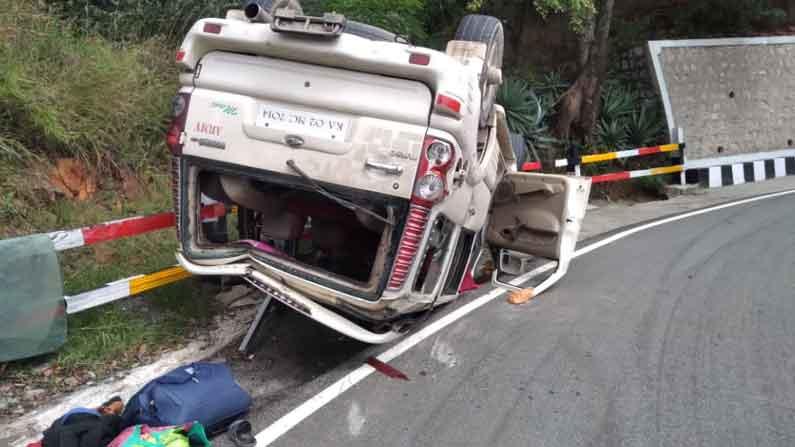car acci2 Tirumala Ghat Road Accident: Scorpio car hits Railing Road at high speed