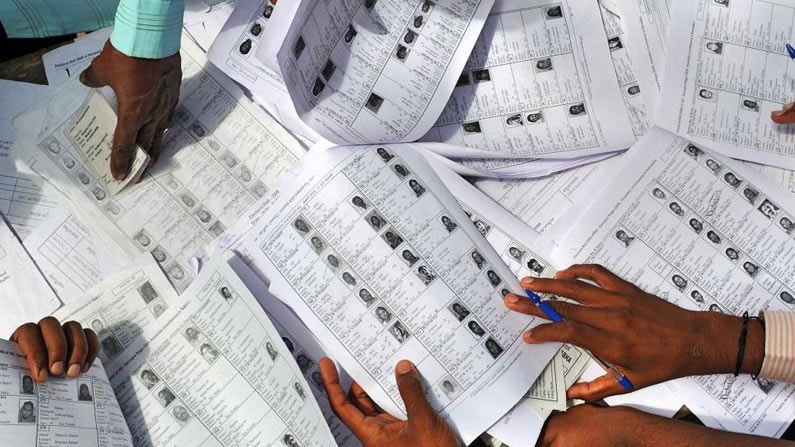 07 9 AP Municipal Elections 2021 Live: Puraporuku Sarvasiddham .. Polling started in AP .. Bars are full of voters - AP Municipal Elections 2021 voting live updates andhra pradesh municipal corporation election voting poll latest news in telugu