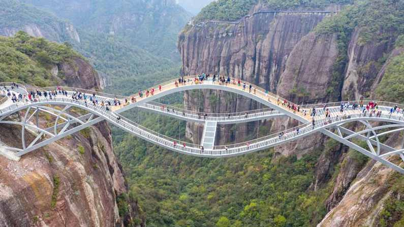 Glass Bridge: Another Marvelous Building In China .. It Should Be Shocking  To See .. Photos Going Viral On Social Media .. - 140 M High Bending Glass  Bridge In The Zhejiang