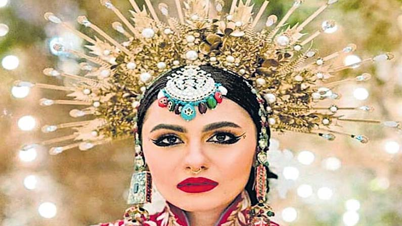bridal Bride wearing a rare crown .. A young couple's wedding that went viral on Netflix .. - pakistan bridal innovative decoration for her wedding shoot